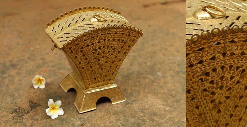 Ahar ✽ Brass ~  Lamp (8 x 8 x 5.5)