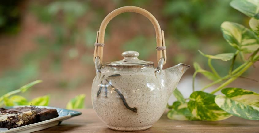 Teapot with Cane Handle (Off White/Brown)