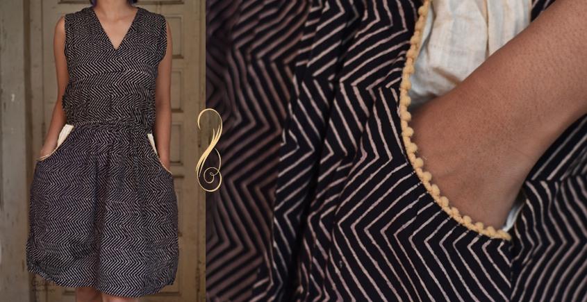Ayoni ☘ Black chevron overlap dress ~ 8