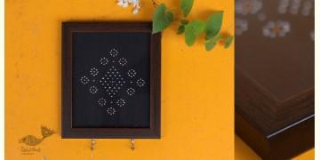 """Joyance ⚙ Tangaliya Wooden Key Holder ~ G { 5.5"""" X 6"""" }"""