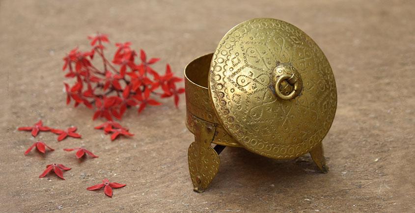 Ahar ✽ Brass ~ 4 x 4 x 4.2  Mukhwas Box