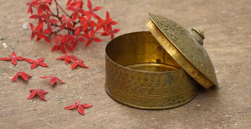 Ahar ✽ Brass ~ Dabro-Small { 3.8 x 3.8 x 2.5 Single Piece }