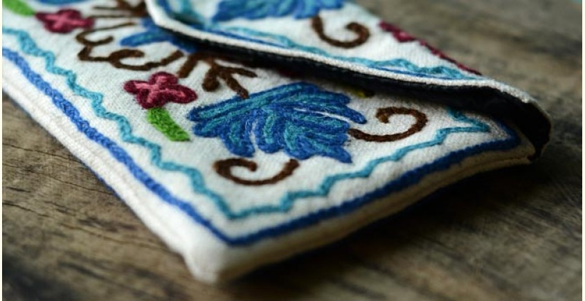 Aari-work Kashmir ~ Hand clutches (Chinar leaves)