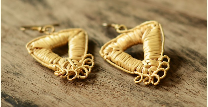 Sikki earrings ~ auric triangles