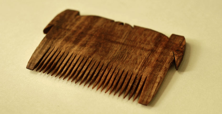 Wooden comb ~ Tribal markings { 1 }