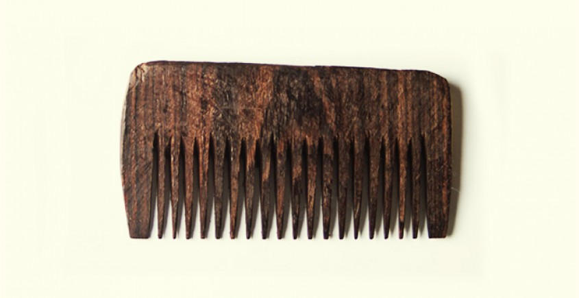 Wooden comb ~  Curved comfort