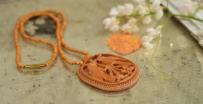 Kadam ♣ Wooden Neckpieces { g }