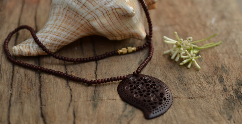 Kadam ☙ Wooden Neckpieces ☙ L
