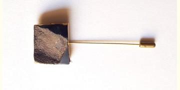 Gilded Pebbles ✶ Stone Jewelry ✶ Black Stone Lapel Pin { 17 }